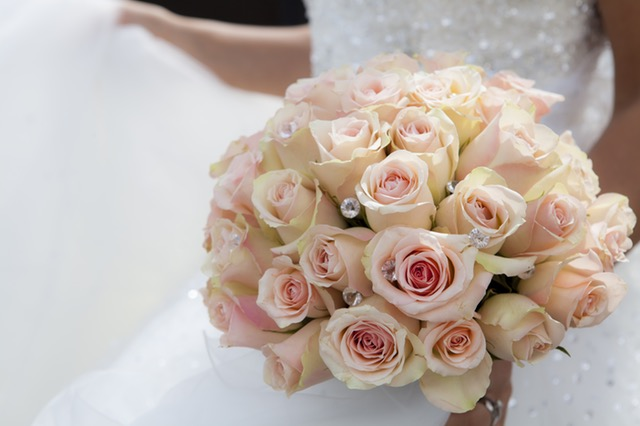 bouquet-blanc-mariage-rose