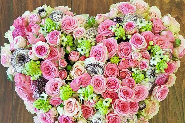 Fleurs Deuil Compositions Coeur Livraison Fleuriste Nice Bea Fleurs