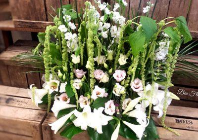 composition-deuil-fleurs-blanc-vert