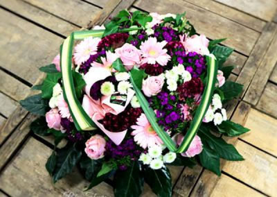 coussin-deuil-fleurs-vert-rose-violet