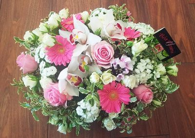coussin-deuil-fleurs-vert-rose-blanc