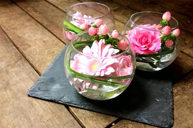 creation fleurs verre rose fleuriste nice b a fleurs. Black Bedroom Furniture Sets. Home Design Ideas