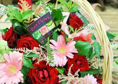 panier-fleurs-rouge-rose-deuil