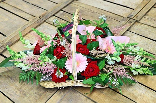 panier-fleurs-vert-rouge-rose