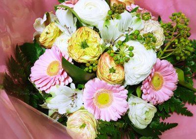 composition-fleurs-rose-blanche