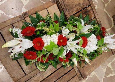 Raquette de fleurs rouges vertes blanches